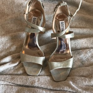 Badgley Mischka Ivory Gold Bridal Pumps Size US 7.5 Regular (M, B)