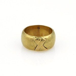 Tiffany & Co. Picasso Kiss X 18k Yellow Gold Wide Hammered Dome Band Ring