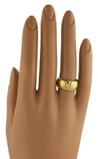Tiffany & Co. Picasso Kiss X 18k Yellow Gold Wide Hammered Dome Band Ring Image 5