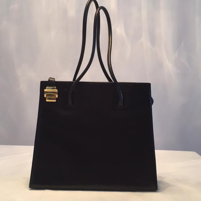Item - Elegant Timeless Purse Black Leather Shoulder Bag
