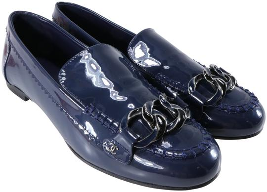 Preload https://img-static.tradesy.com/item/21914828/chanel-blue-navy-patent-leather-two-tone-chain-cc-logo-mocassin-loafers-flats-size-eu-41-approx-us-1-0-4-540-540.jpg