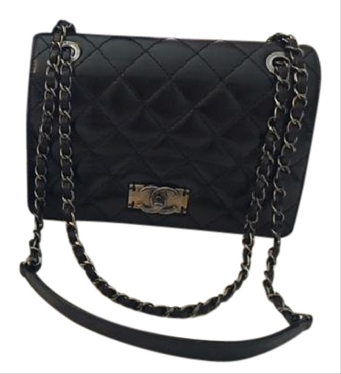 Preload https://img-static.tradesy.com/item/21915204/chanel-classic-flap-flapbag-with-gunmetal-hardware-black-calfskin-leather-cross-body-bag-0-1-540-540.jpg