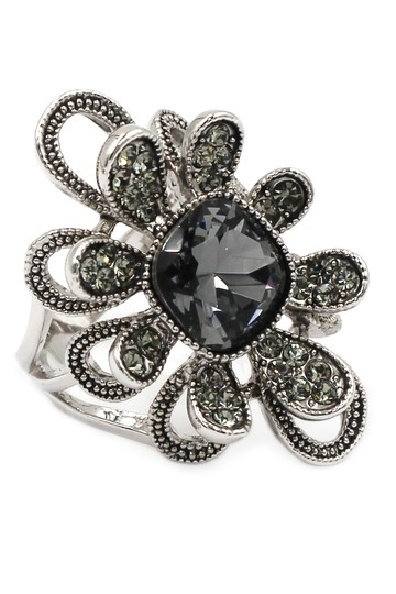 Preload https://img-static.tradesy.com/item/21915243/silver-gray-crystal-flower-ring-0-0-540-540.jpg