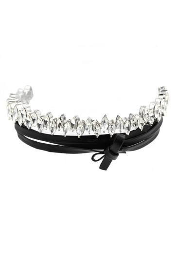 Preload https://img-static.tradesy.com/item/21915366/silver-rhombic-crystal-leather-choker-necklace-0-0-540-540.jpg