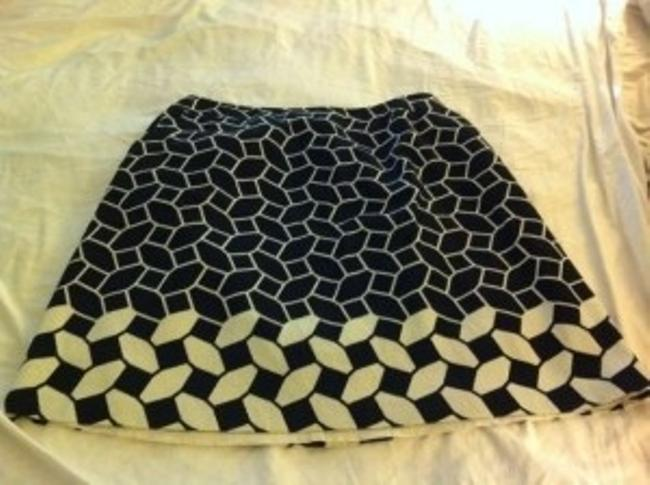 Preload https://item2.tradesy.com/images/talbots-black-and-cream-fun-geometric-w-pockets-knee-length-skirt-size-20-plus-1x-21916-0-0.jpg?width=400&height=650