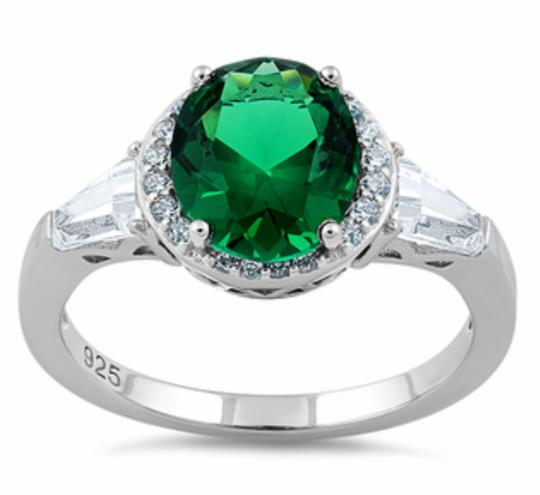 Other ** NWT ** OVAL EMERALD GREEN RING