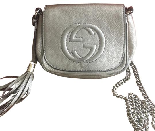 Preload https://item1.tradesy.com/images/gucci-cross-body-bag-metalic-21919455-0-1.jpg?width=440&height=440