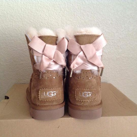 26504fb8015 UGG Australia Chestnut Dixi Flora Bow Boots/Booties Size US 5 Regular (M,  B) 40% off retail
