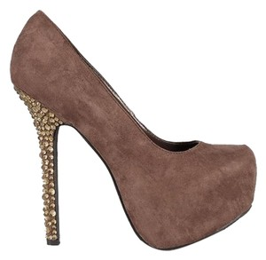 Breckelle's Taupe Pumps