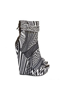 Givenchy Sexy Printed Optical Illusion Black and White Wedges