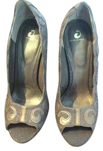 House of Deréon light brown & gold Pumps