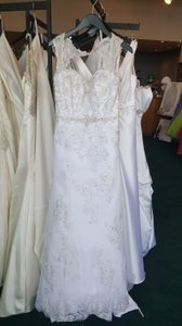 Alfred Angelo White Lace 854 Modern Wedding Dress Size 8 (M)