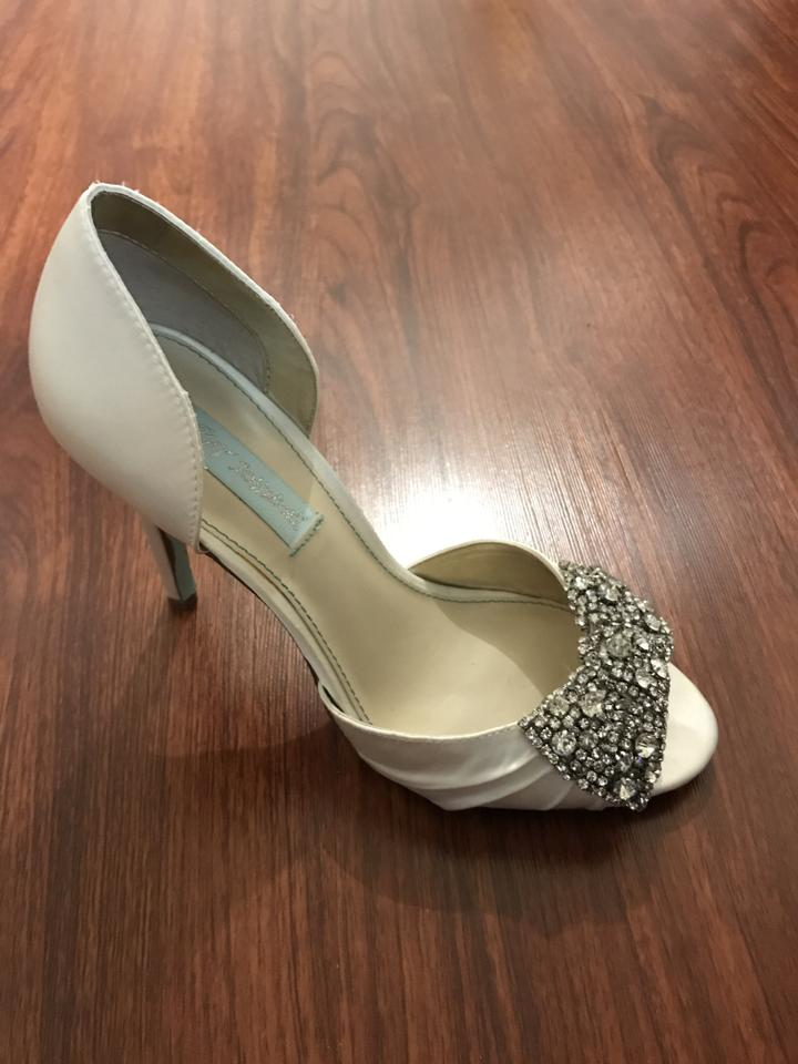 Betsey Johnson White Blue By Gown Pumps Size US 7.5 Regular (M, B ...