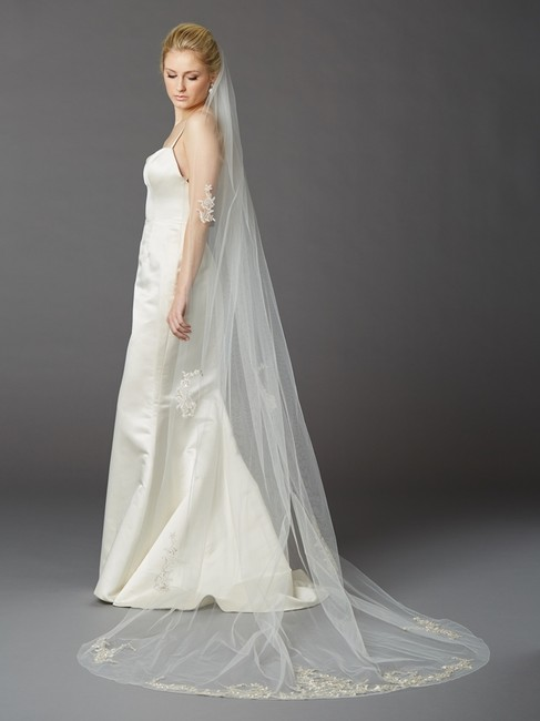 Item - Ivory Tulle with Silver Accents As Shown Long Embroidered Beaded Lace Appliques & Pencil Edge 4417v-i-s Bridal Veil