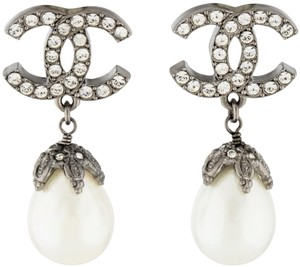 Chanel Le Duc 08A Tear Drop Pearl Dangling Crystal CC Logo Swarovski Clip-on