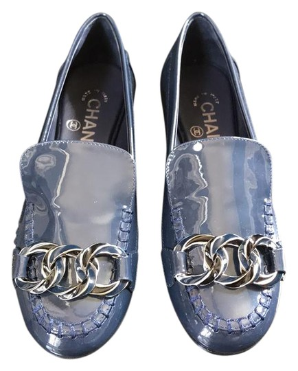 Preload https://img-static.tradesy.com/item/21939931/chanel-blue-mocassins-loafers-navy-black-chain-flats-size-eu-35-approx-us-5-regular-m-b-0-1-540-540.jpg