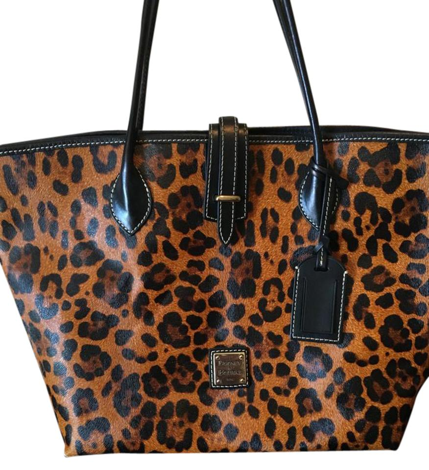 b3ce6c0437 Dooney & Bourke Bags - Up to 90% off at Tradesy