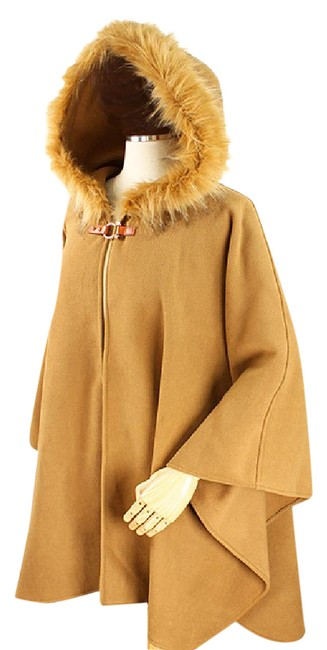 Preload https://img-static.tradesy.com/item/21949809/camal-fur-trim-and-fringed-hooded-cape-beige-size-6-s-0-1-650-650.jpg