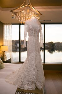 Berta Bridal Ivory Lace 15-18 Formal Wedding Dress Size 8 (M)