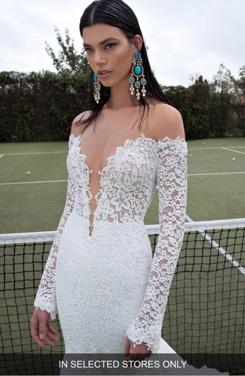Berta Bridal Ivory Lace 15-18 Formal Wedding Dress Size 8 (M) Image 1