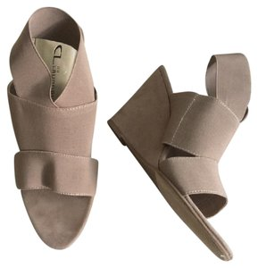 CL by Chinese Laundry Ankle Strap Elastic Nude Wedges Cream Platforms