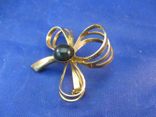 Unbranded Vintage Goldtone Jewelry Pin or Brooch Image 1