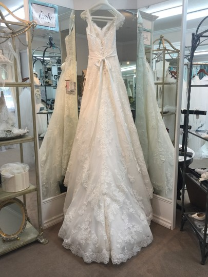 Pronovias Off White Tulle and Lace Parsa Formal Wedding Dress Size 4 (S)