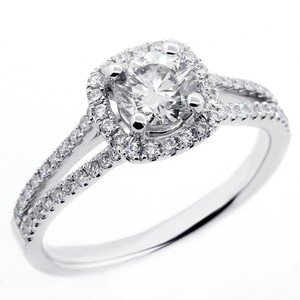 White 1.07 Cts Round Cut Halo Set In 18k Gold Engagement Ring