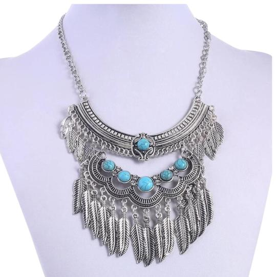 Preload https://img-static.tradesy.com/item/21951508/silver-and-turquoise-ladies-vintage-bohemian-necklace-0-1-540-540.jpg