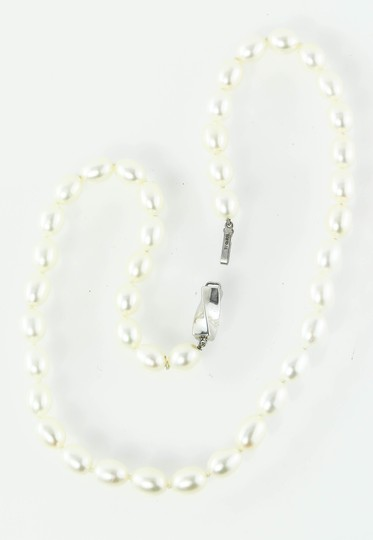 Tiffany & Co. * TIFFANY & CO. WHITE PEARL STRAND NECKLACE Image 1