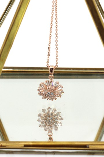 Ocean Fashion Brilliant little sun crystal rose gold necklace Image 3