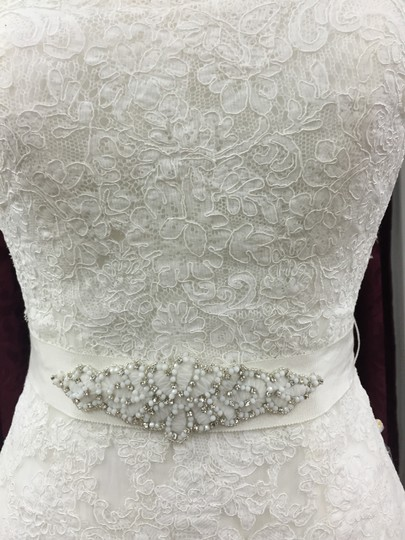 Pronovias Off White Tulle with Spanish Lace Jaleah Formal Dress Size 6 (S)