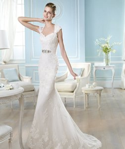 St. Patrick Off White Tulle with Spanish Lace Harleen Formal Wedding Dress Size 6 (S)
