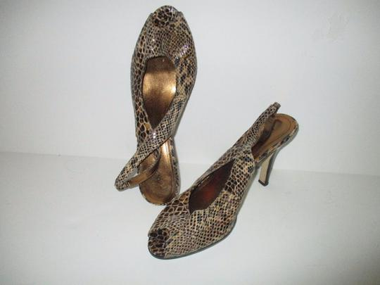Anne Klein Lizard Skin Patent Slingback Strap Closure Stacked Heels Taupe Pumps Image 2
