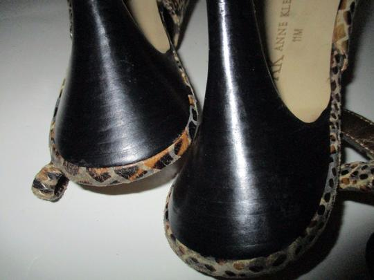 Anne Klein Lizard Skin Patent Slingback Strap Closure Stacked Heels Taupe Pumps Image 6