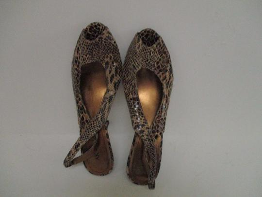 Anne Klein Lizard Skin Patent Slingback Strap Closure Stacked Heels Taupe Pumps Image 7