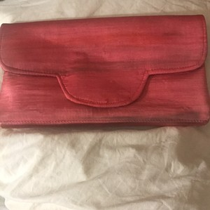 Shiraleah deep coral with brown Clutch