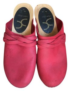 Cape Clogs red Mules