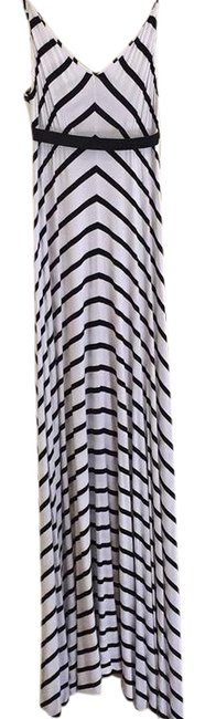 Preload https://img-static.tradesy.com/item/21955866/scoop-nyc-white-and-black-stripe-long-casual-maxi-dress-size-6-s-0-1-650-650.jpg