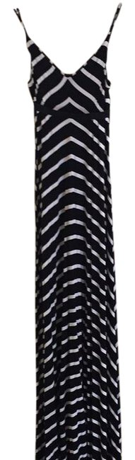 Preload https://img-static.tradesy.com/item/21955884/scoop-nyc-black-and-white-stripe-long-casual-maxi-dress-size-6-s-0-1-650-650.jpg