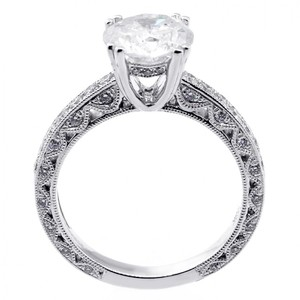 White 2.51 Cts Round Cut Set In 18k Gold Engagement Ring