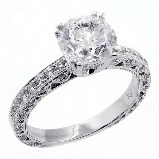 White 2.51 Cts Round Cut Set In 18k Gold Engagement Ring Image 3