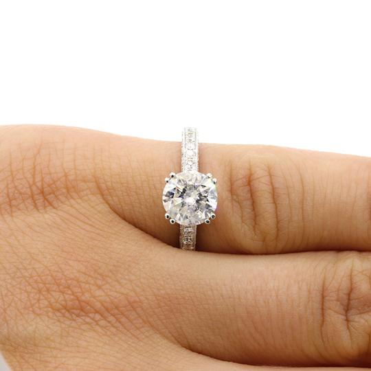 White 2.51 Cts Round Cut Set In 18k Gold Engagement Ring Image 4