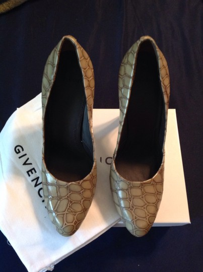 Givenchy Crocembossed Leather Classic Heels Embossed Nutmeg Pumps