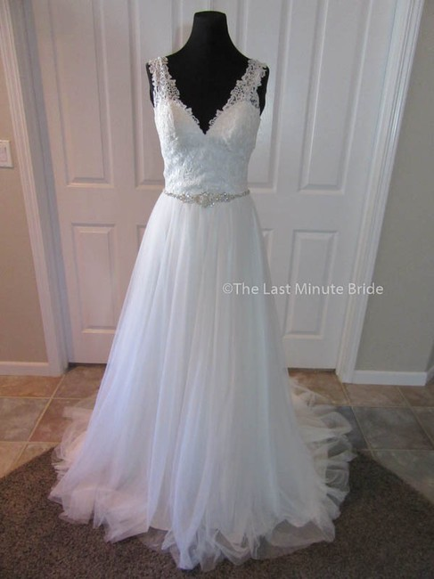 Allure Bridals Ivory/Silver Lace & Tulle 9205 Feminine Wedding Dress Size 4 (S) Allure Bridals Ivory/Silver Lace & Tulle 9205 Feminine Wedding Dress Size 4 (S) Image 1