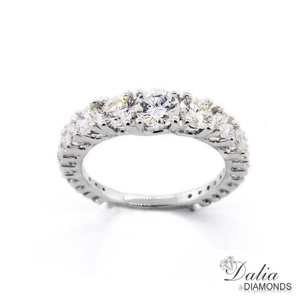 White 2 25 Cts Round Cut Engagement Ring Set In 18k Gold Women S