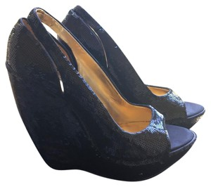 Report Signature Black Wedges