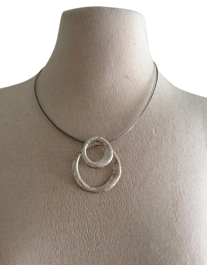 Preload https://item5.tradesy.com/images/silver-necklace-2196584-0-0.jpg?width=440&height=440