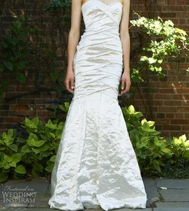 Nicole Miller Ivory Satin Techno Metal Sweetheart Mermaid Couture Gown Modern Wedding Dress Size 4 (S)