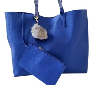 Lord & Taylor Cosmetics Makeup & Tote in Blue